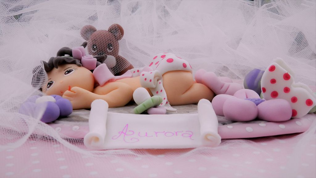 Cake-topper-nascita-bimba-particolare