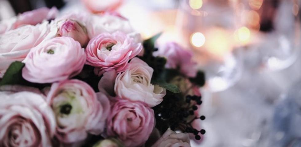 bouquet-su-un-tavolo-da-pranzo_blog