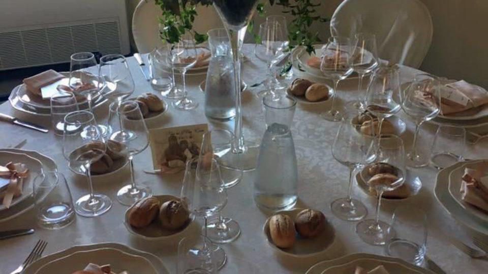 Michela e Massimo allestimento tavolo ricevimento