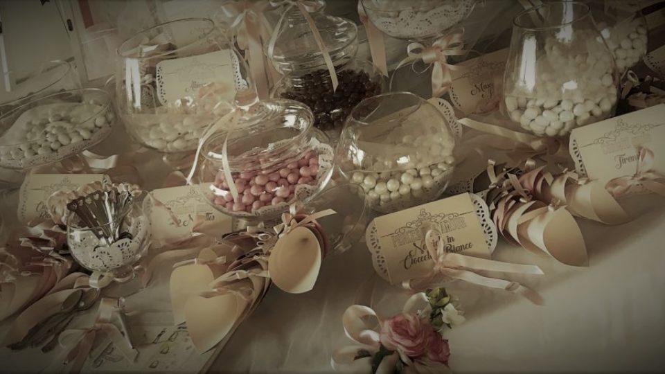 confettata rosa marrone tavolo-blog